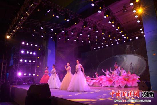 女声四重唱《领航新时代》.-长沙学院师生歌舞迎新年 开启新征程