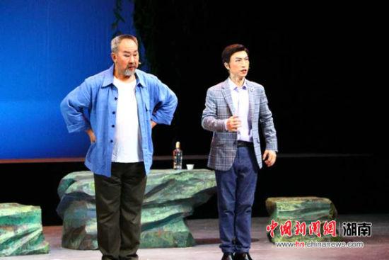 大型现代祁剧《向阳书记》亮相第六届最新白菜网送彩金艺术节