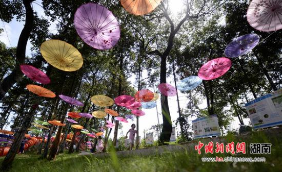 长沙油纸伞文化旅游节风车谷童话小镇启幕