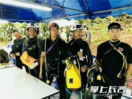 """泰国13名少年被困洞穴10天 长沙""""蓝天侠""""跨国救援"""