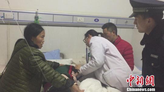 少年突发脑炎列车紧急停车一分钟 众人联手相救