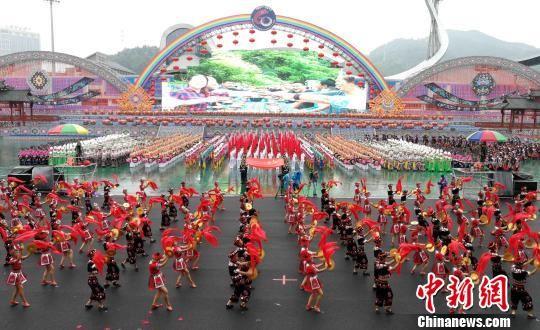 湖南湘西土家族苗族自治州举行建州60周年庆祝大会