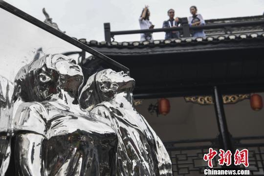 """首届""""凤凰艺术年展""""汇聚中外大咖艺术家"""