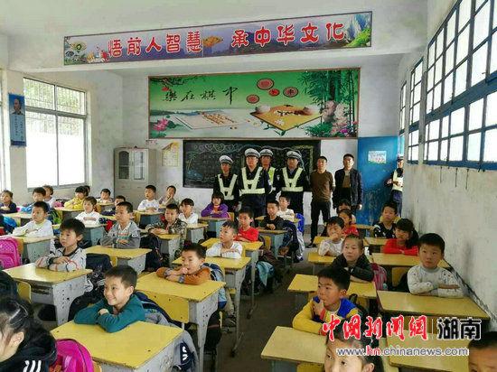 华容县交警大队为全县中小学生普及交通安全知识