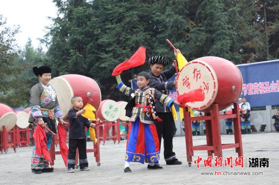 保靖县举行吕洞山苗族原生态文化艺术节