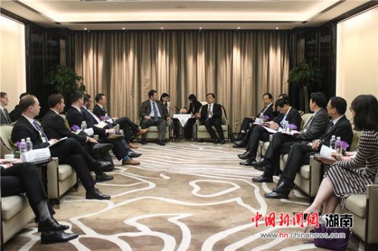 湖南省人大常委会副主任周农会见美国客人
