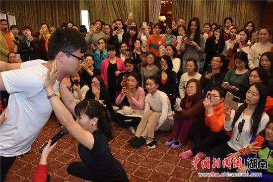 全国瑜伽名师长沙开讲 传递优雅健康瑜伽文化