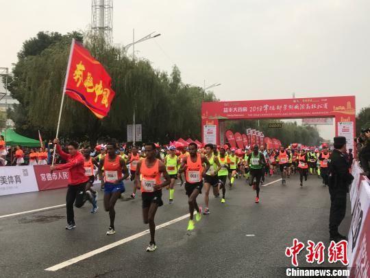 15000名跑者竞逐2018常德柳叶湖国际马拉松赛