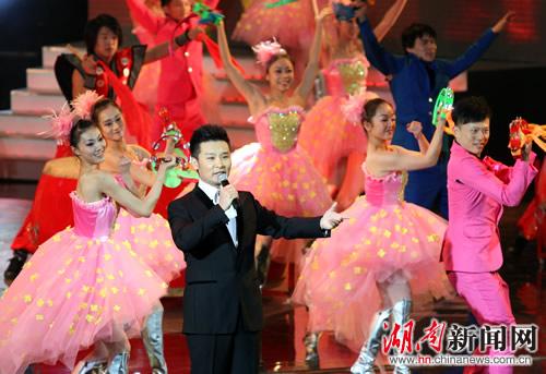 刘和刚演唱《欢聚一堂》