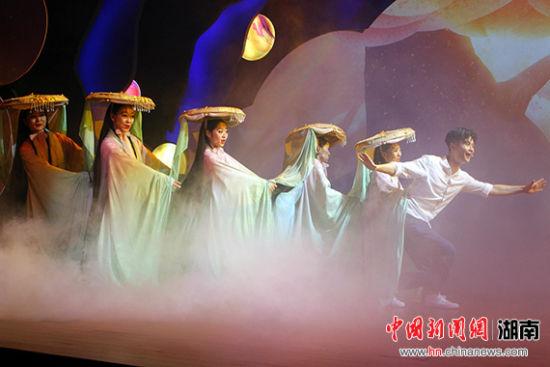 常德老西门剧场点亮开放 首演奇幻剧《寻常》