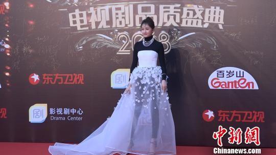 """杨幂等云集电视剧品质盛典 关晓彤:希望挑战""""打女"""""""