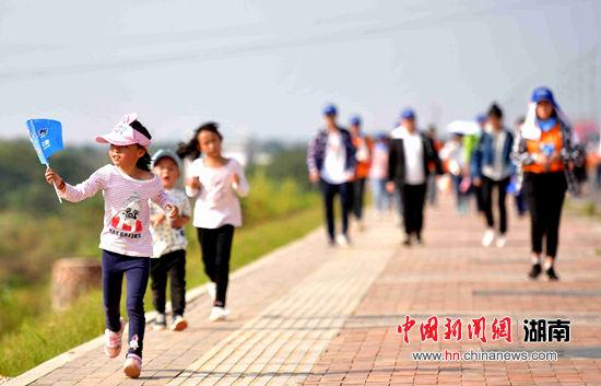 最新白菜网送彩金秋季百公里开拨 万人徒步穿越长株潭三城